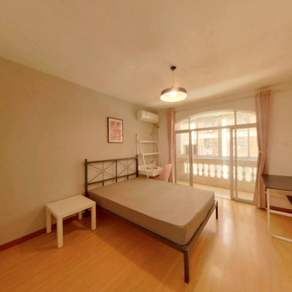合租·世界花园米兰居 3室1厅 南卧室图