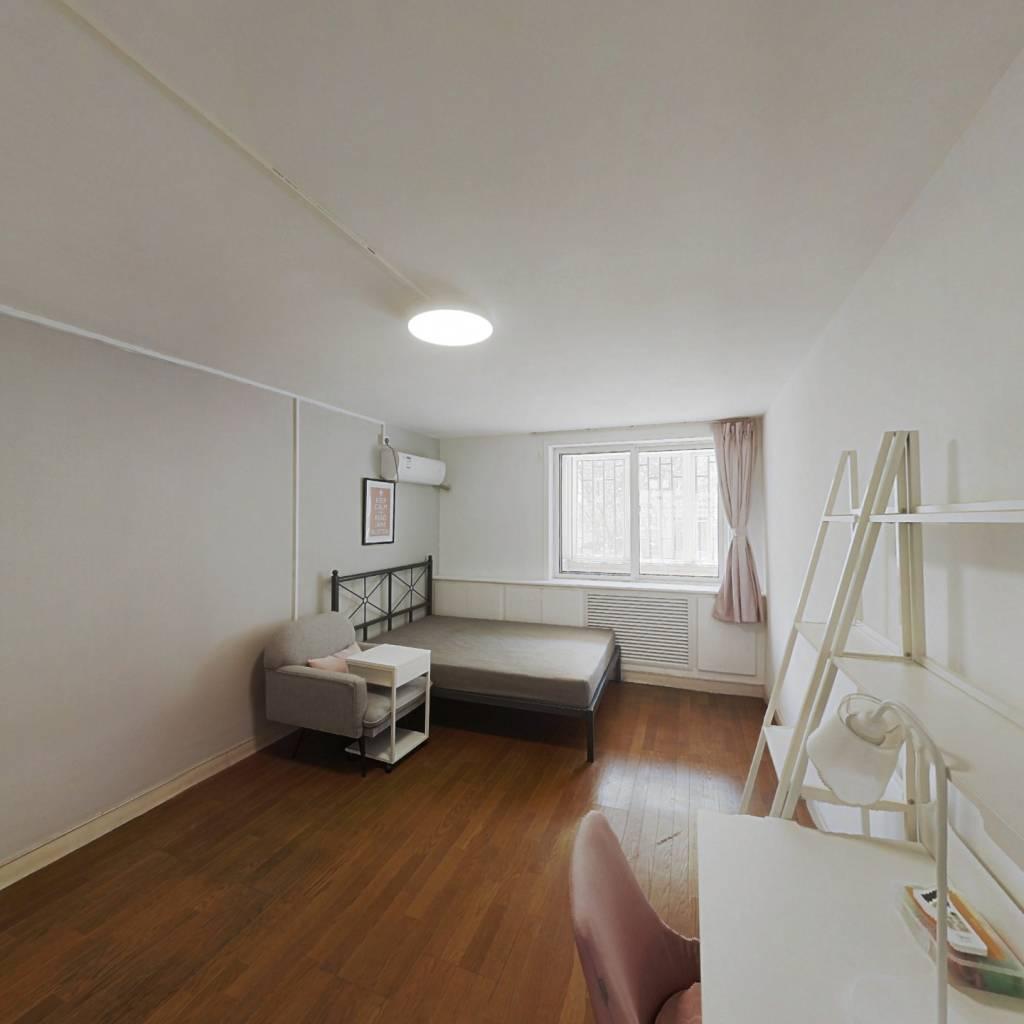 合租·云华里 3室1厅 北卧室图