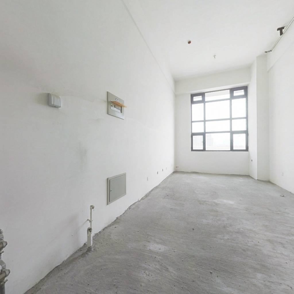 优质真的一套一居室oft 双层,小区房龄新
