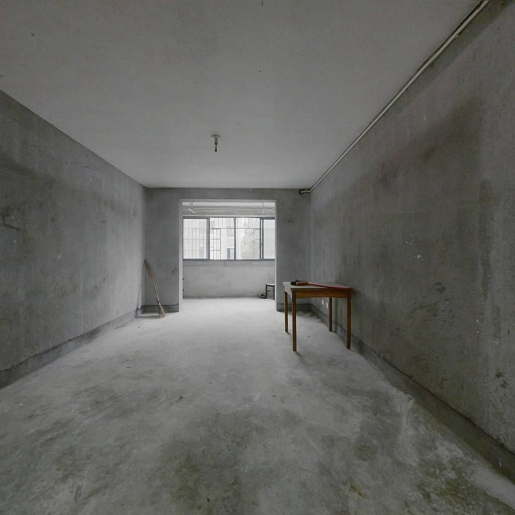 此房为正气两房,房东急售,有钥匙,随时可看