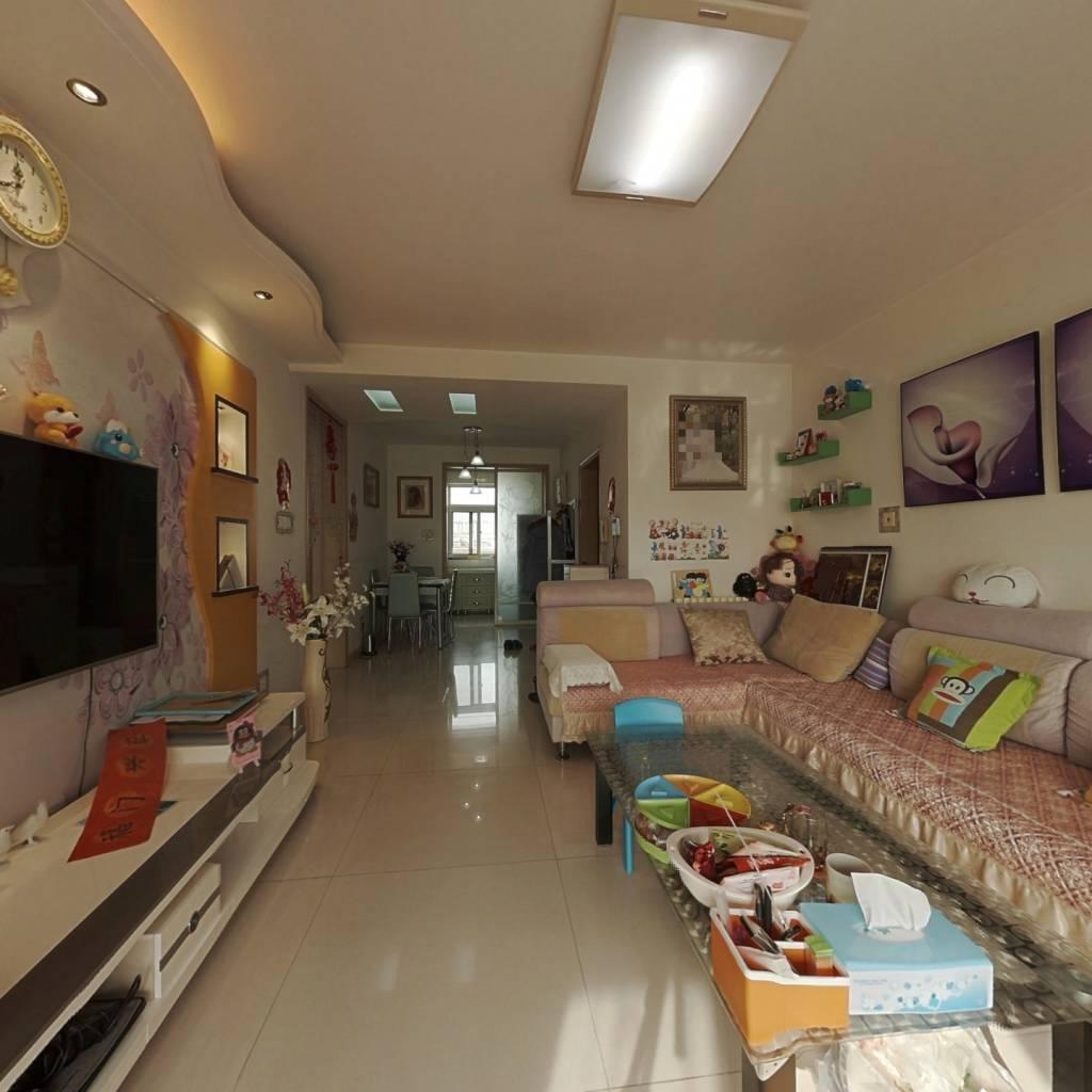 两室户型,南北卧室,客厅朝阳,公摊小。
