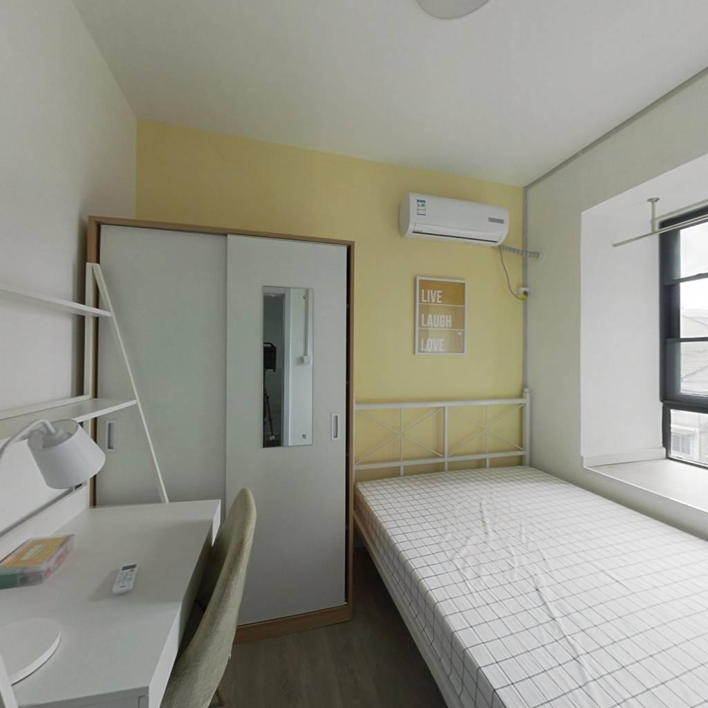 合租·地铁鑫城 3室1厅 南卧室图