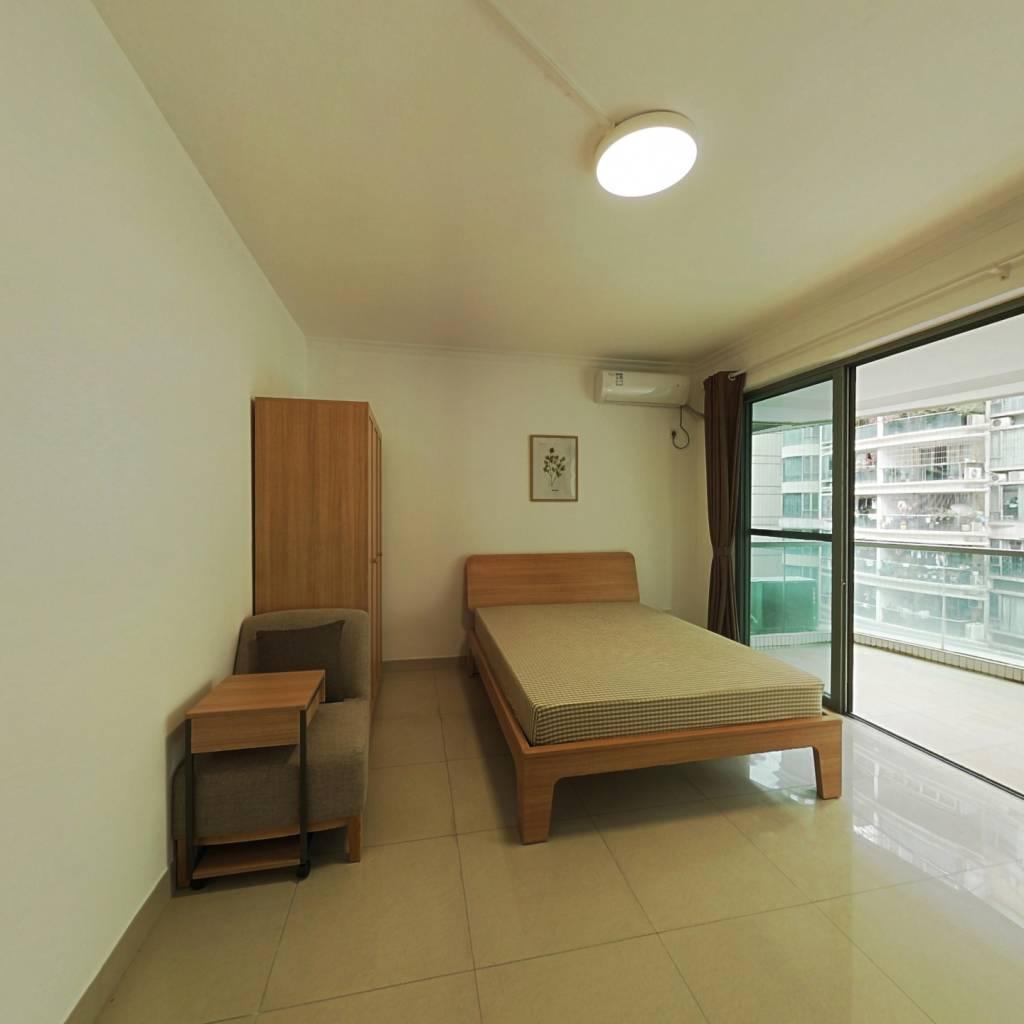 合租·骏景花园 4室1厅 南卧室图