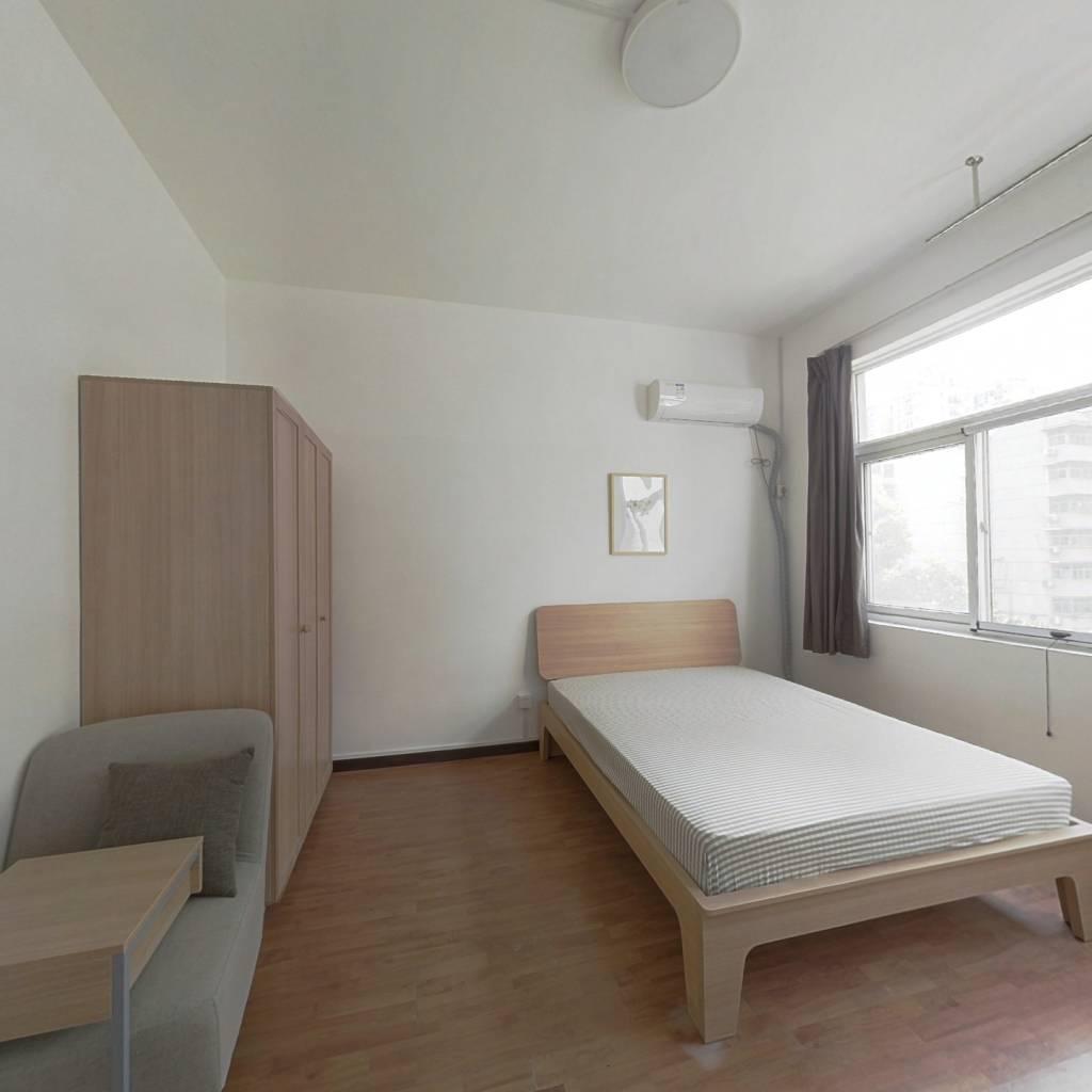 合租·欧洲花园 4室1厅 南卧室图