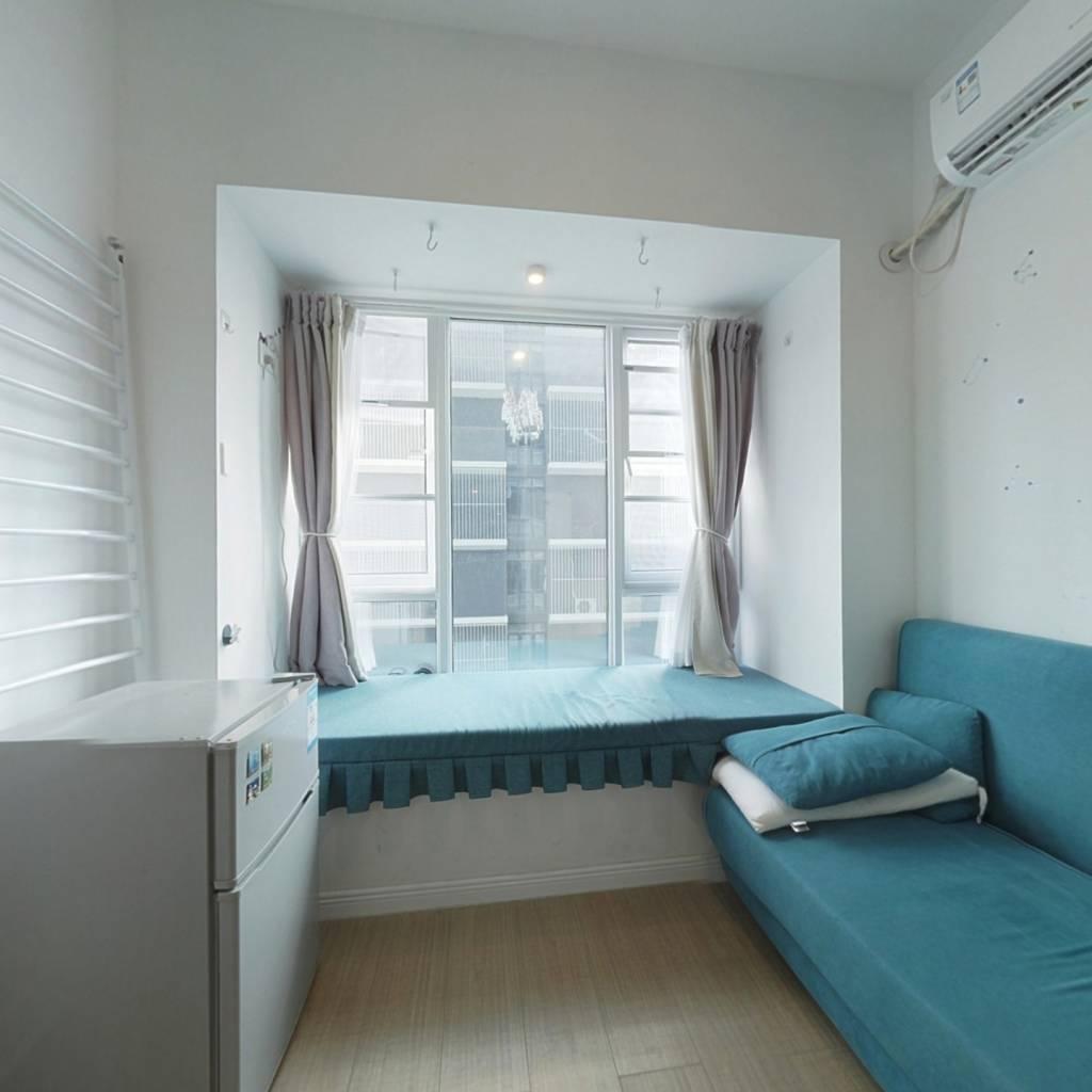 此房面积小,总价低,看房方便 ,房东诚心出售