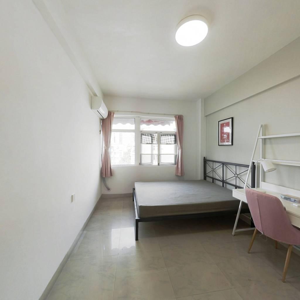合租·芳华花园洛涛居南区 4室1厅 西北卧室图