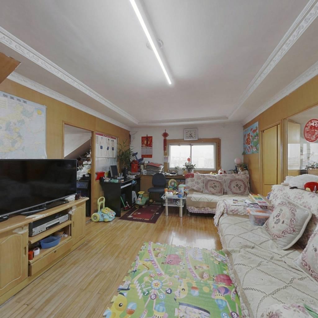 此房户型方正,外扩面积有10多平,居住实际面积大