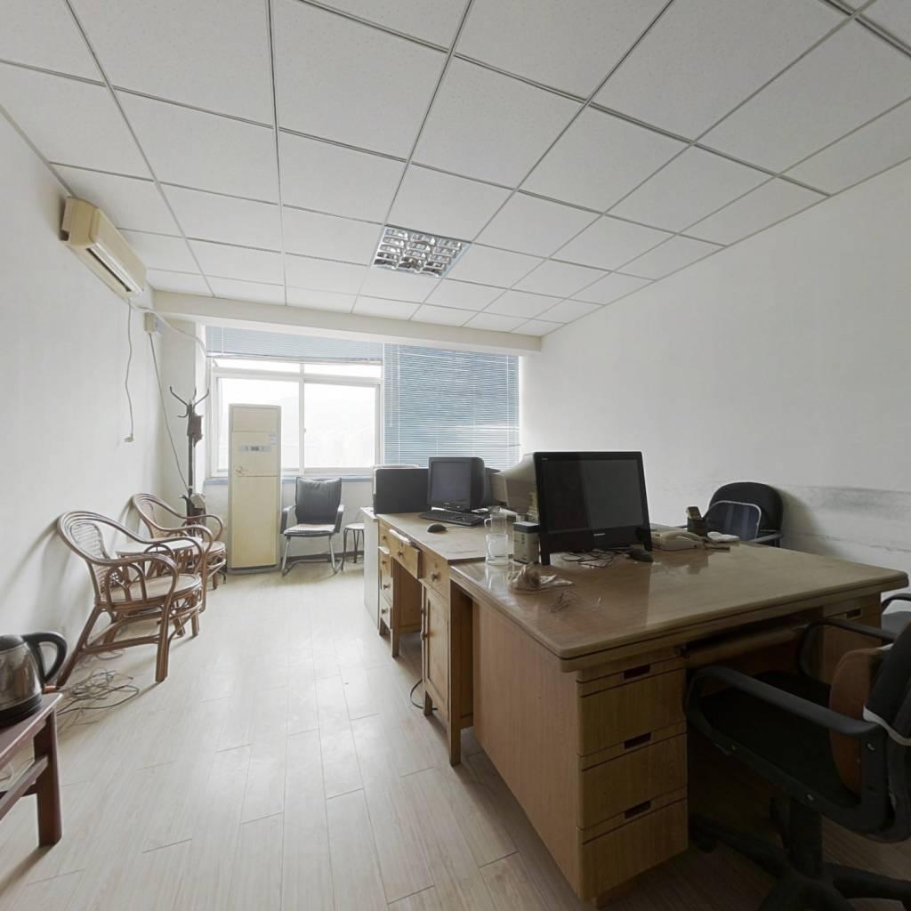 这是办公写字楼,不可以落户,环山路上,也可以出租