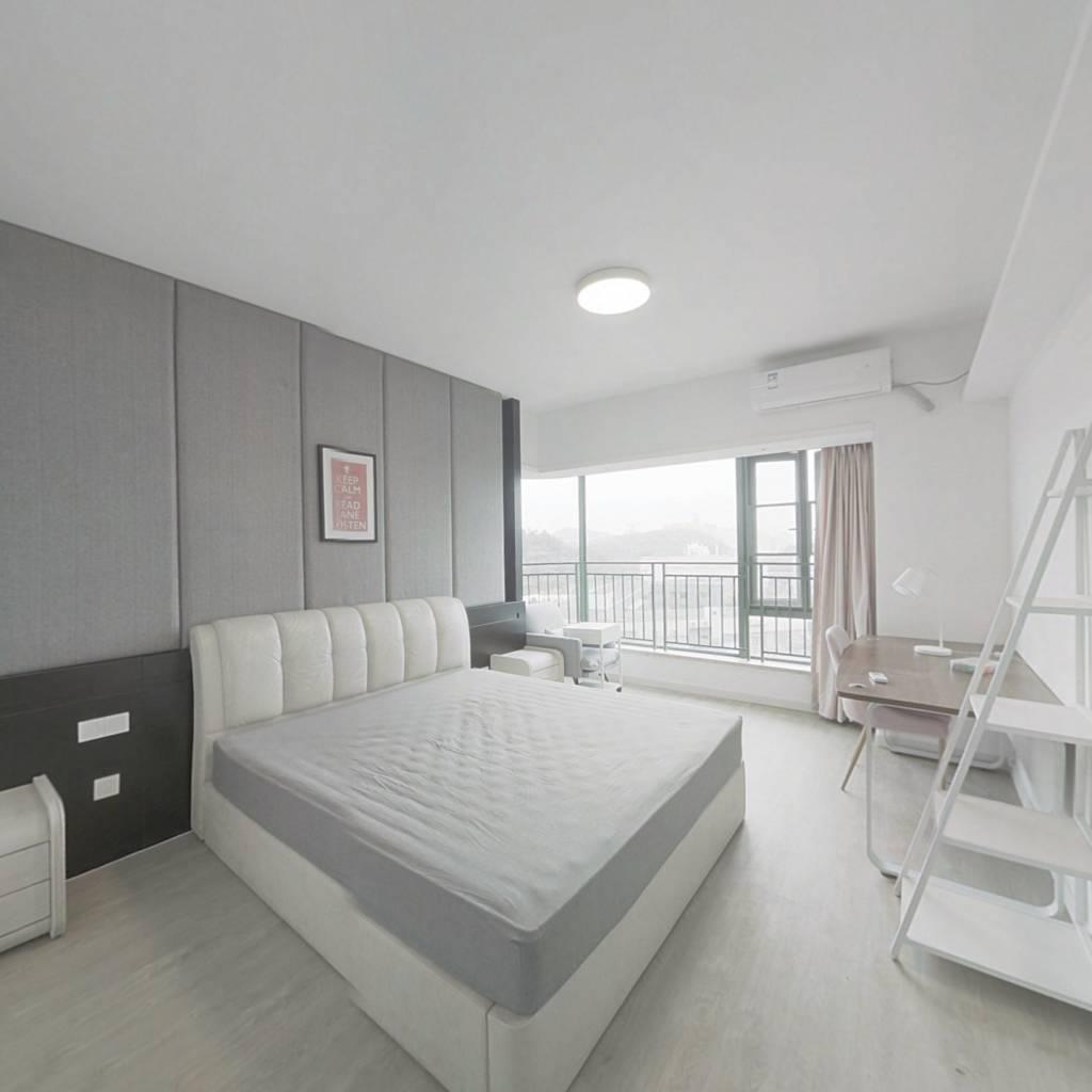 合租·广州雅居乐花园剑桥郡 4室1厅 西卧室图