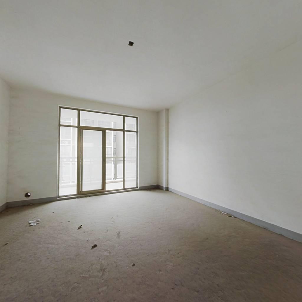 澜花语岸南北向大四房,产证满五年,业主诚心出售。