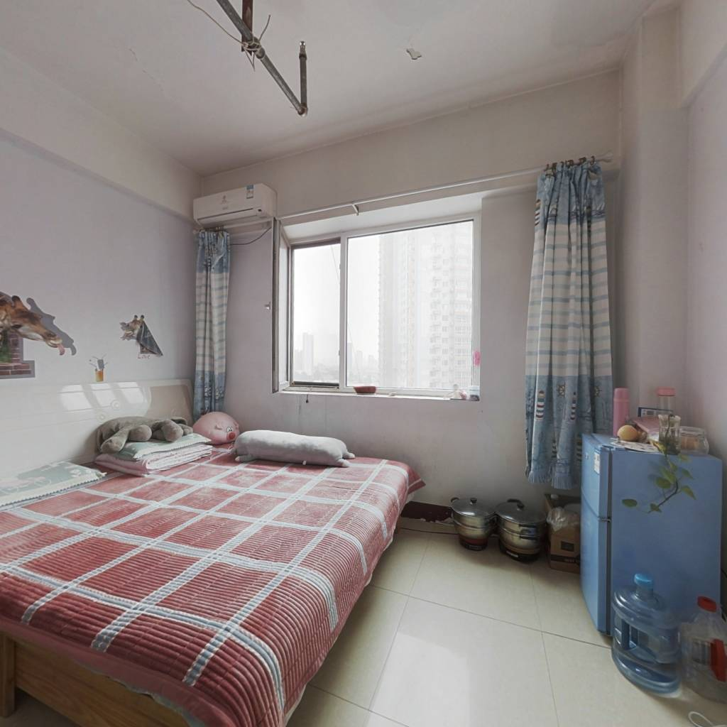 公寓楼,总价低,精装修,拎包入住。
