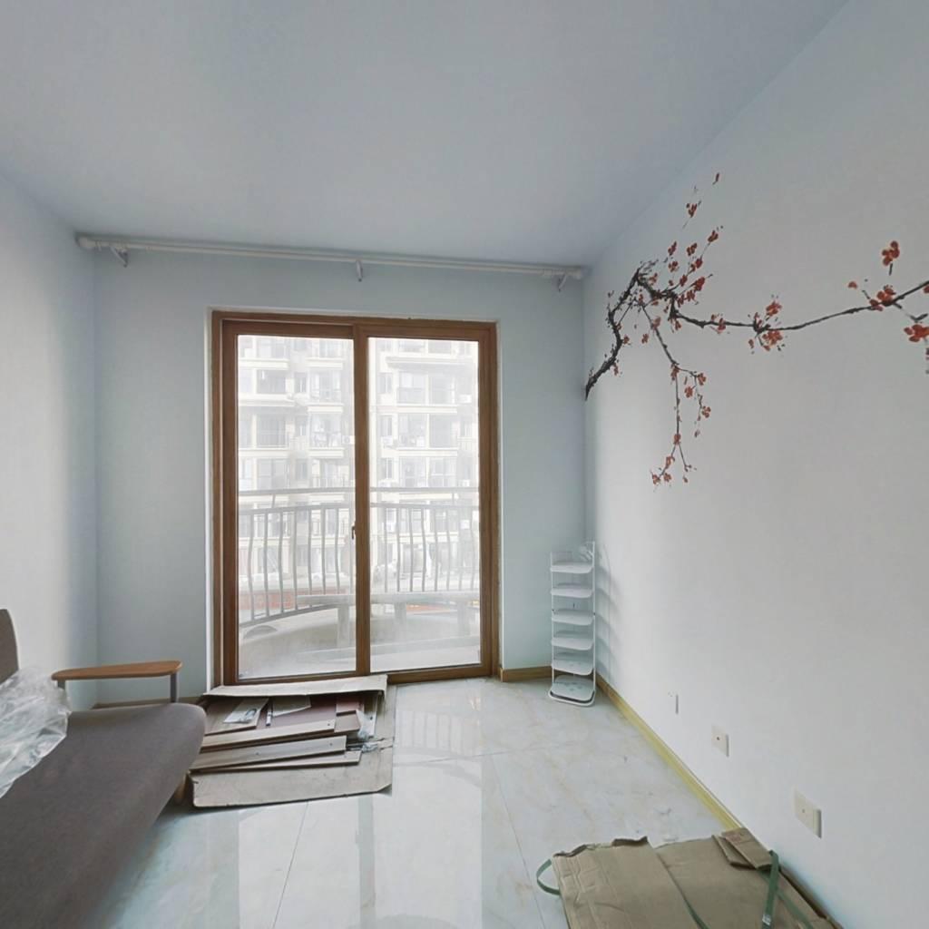 海岸华府一室一厅精装房  外置阳台  卧室朝阳