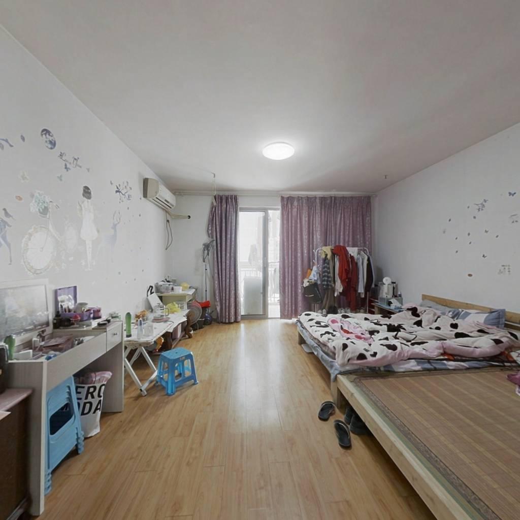 美吉特SOHO,地铁口单身公寓,54平毛坯,价格便宜!