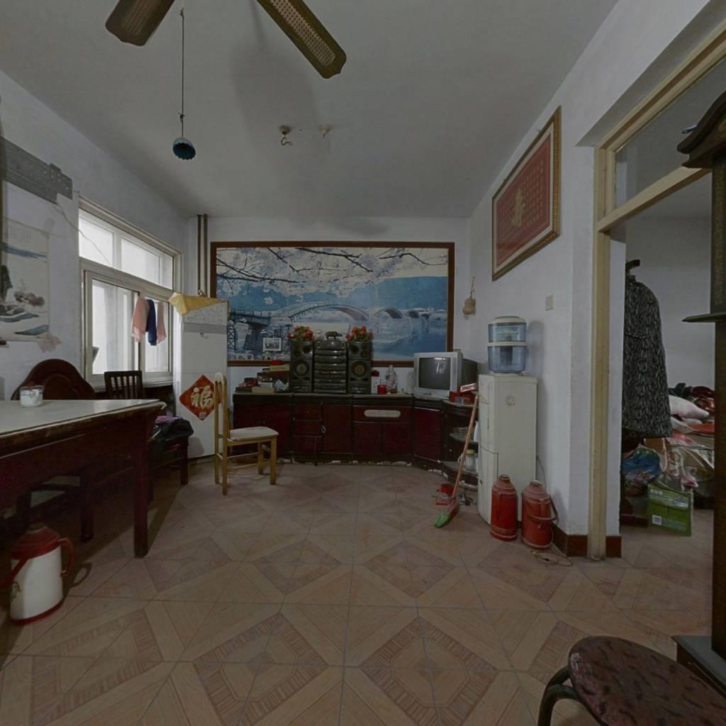 两室朝阳 公摊面积少 位置佳 出入方便