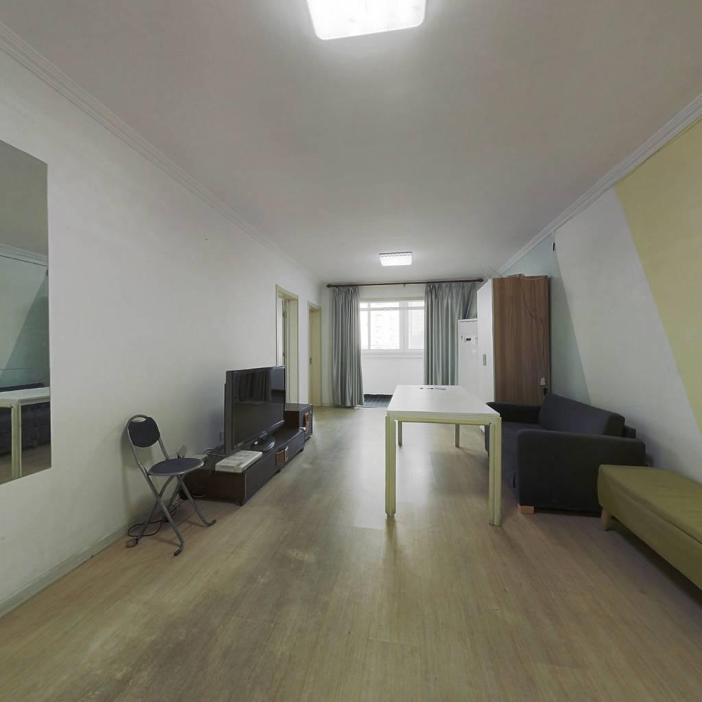 育新二期大两居室,带电梯,满五年公房,看房方便