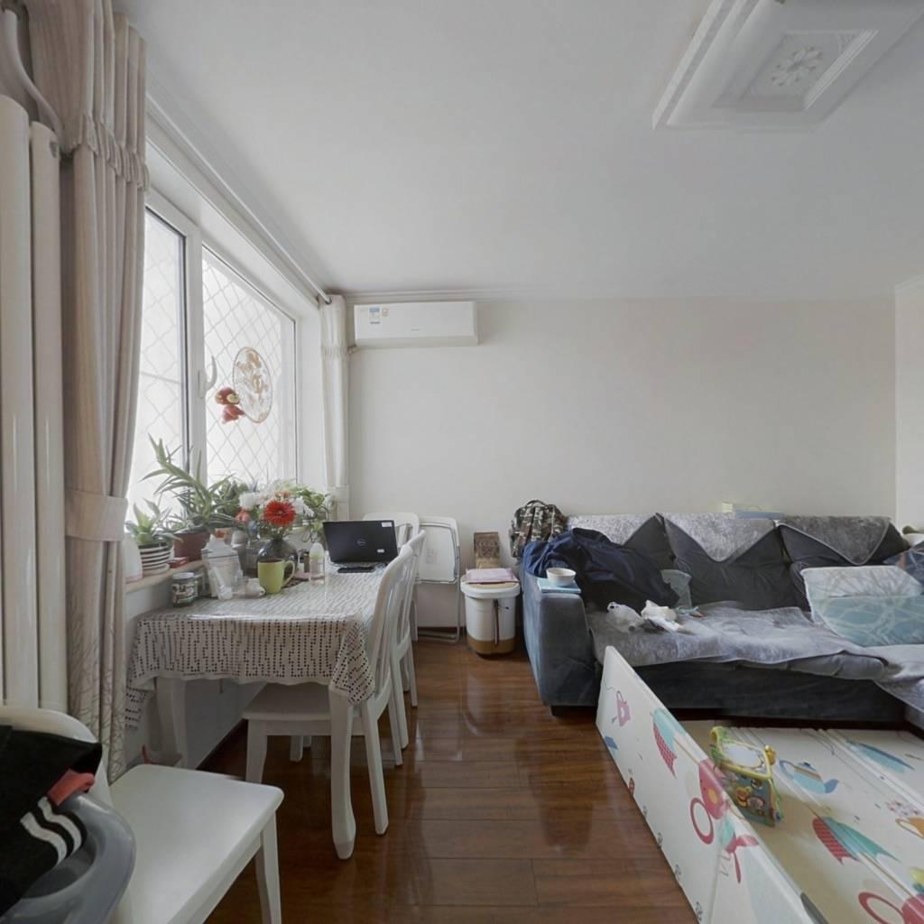 低楼层,满五唯一,装修好,客厅带窗户