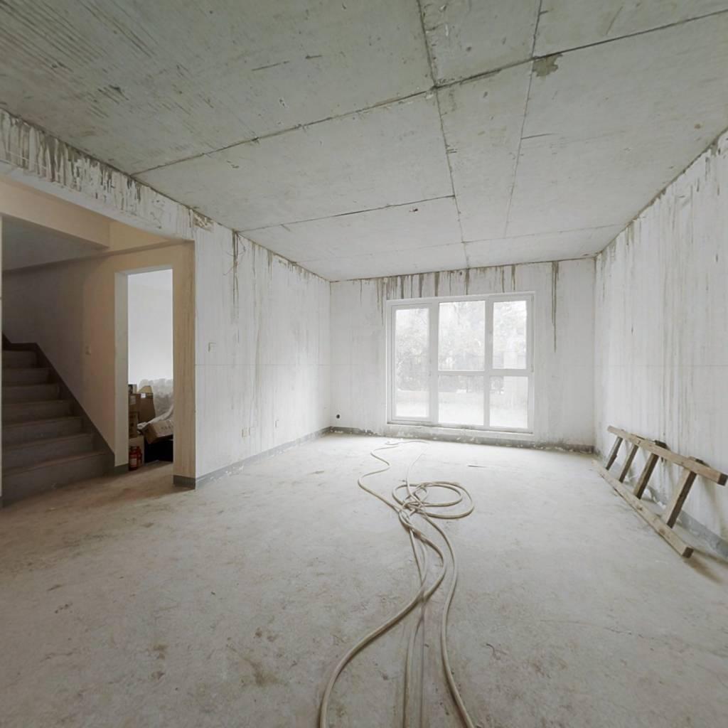 龙湖西府原著 下叠品质别墅清水房楼板已搭好