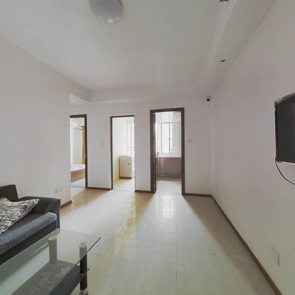 有装修,小户型,业主诚意出售 居家两房一厅