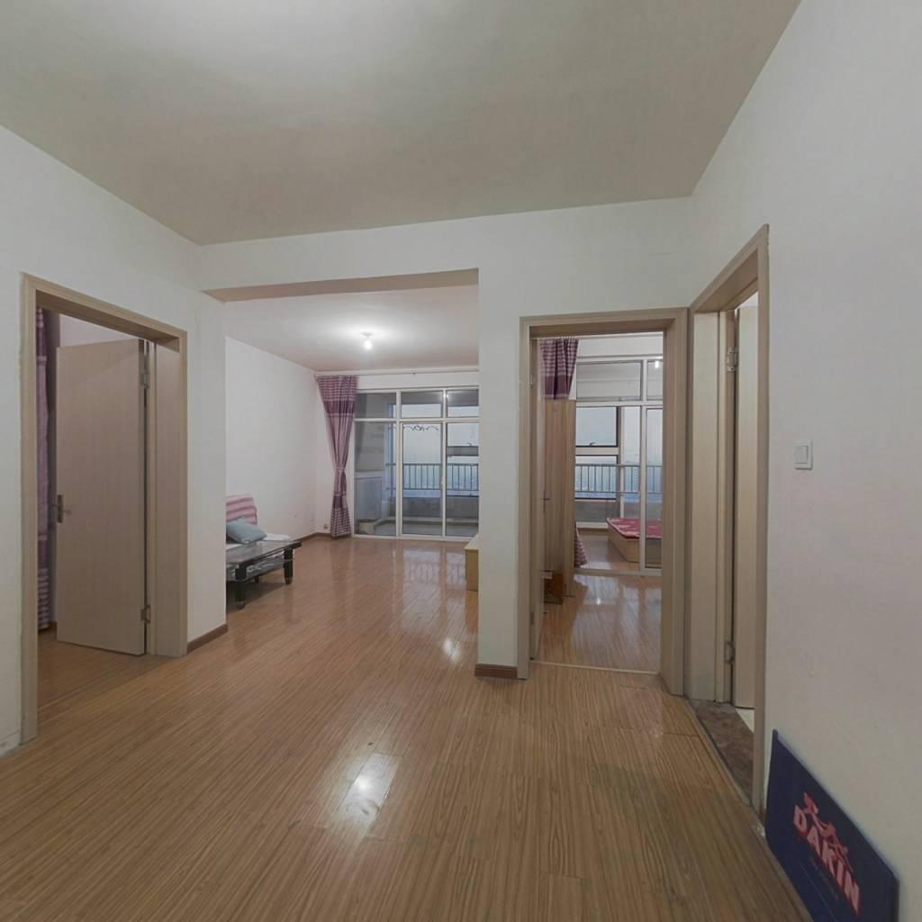 此房中高楼层,采光好,满两年,可贷款。接孩子方便