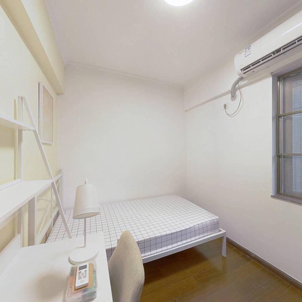 合租·富力现代广场 4室1厅 东南卧室图