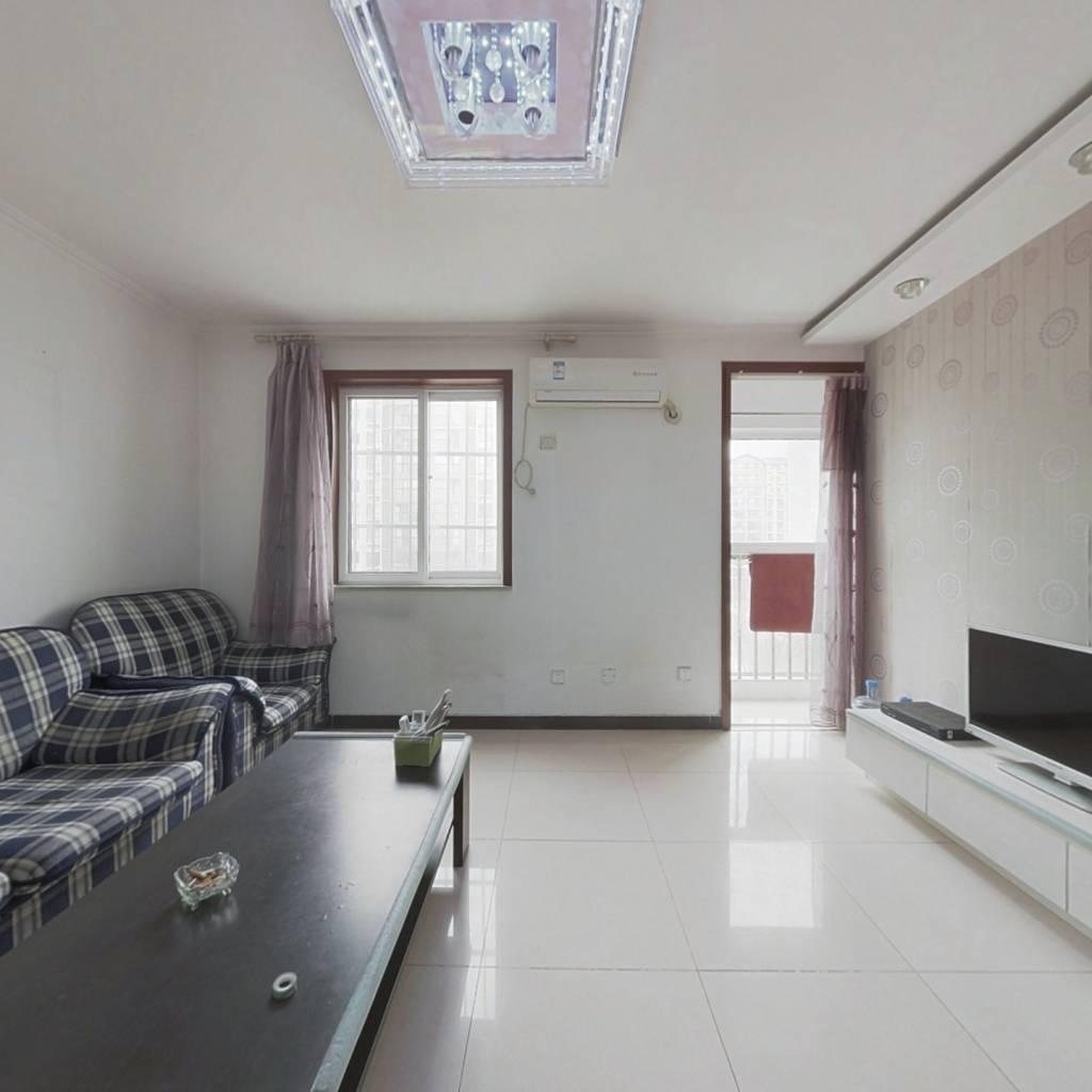 腾龙家园三区此房精装修,户型方正,业主诚意出售。