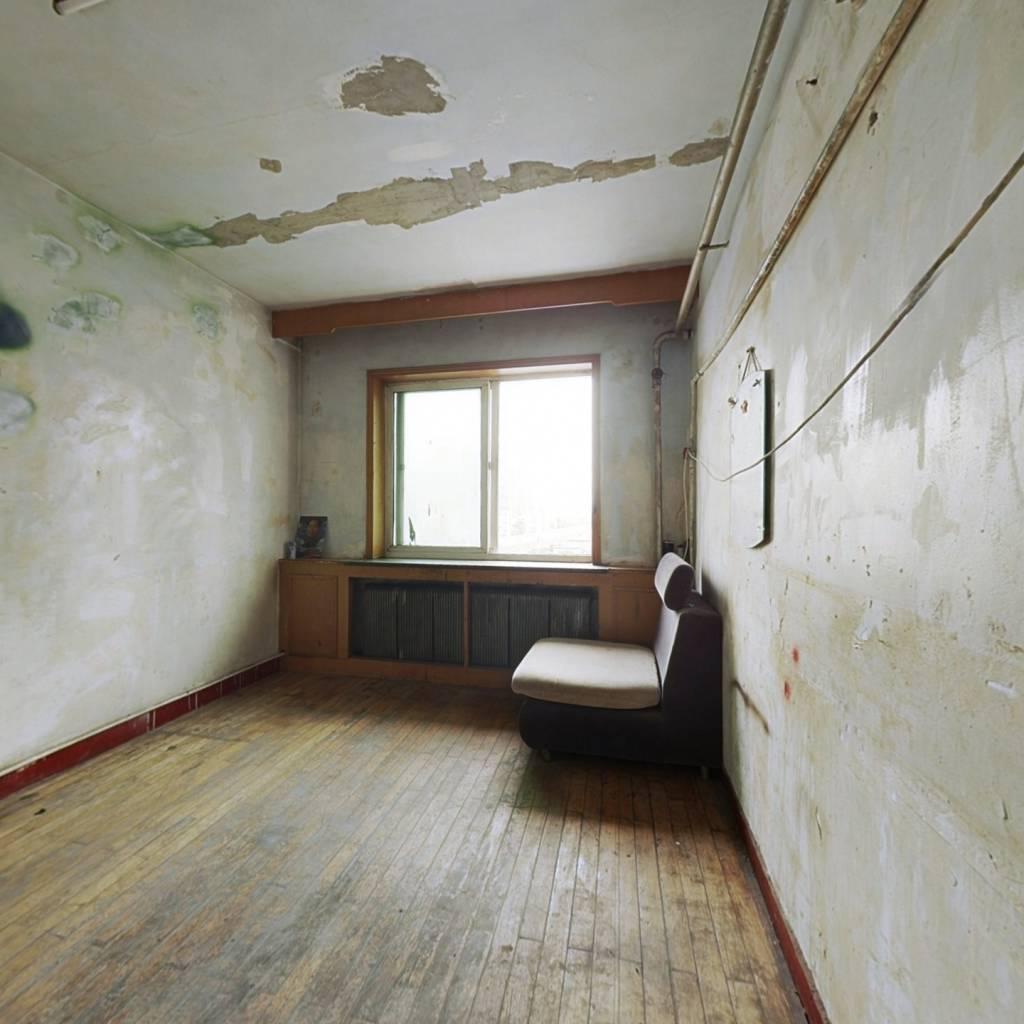 此房满五唯一,南北通透,视野开阔,采光充足