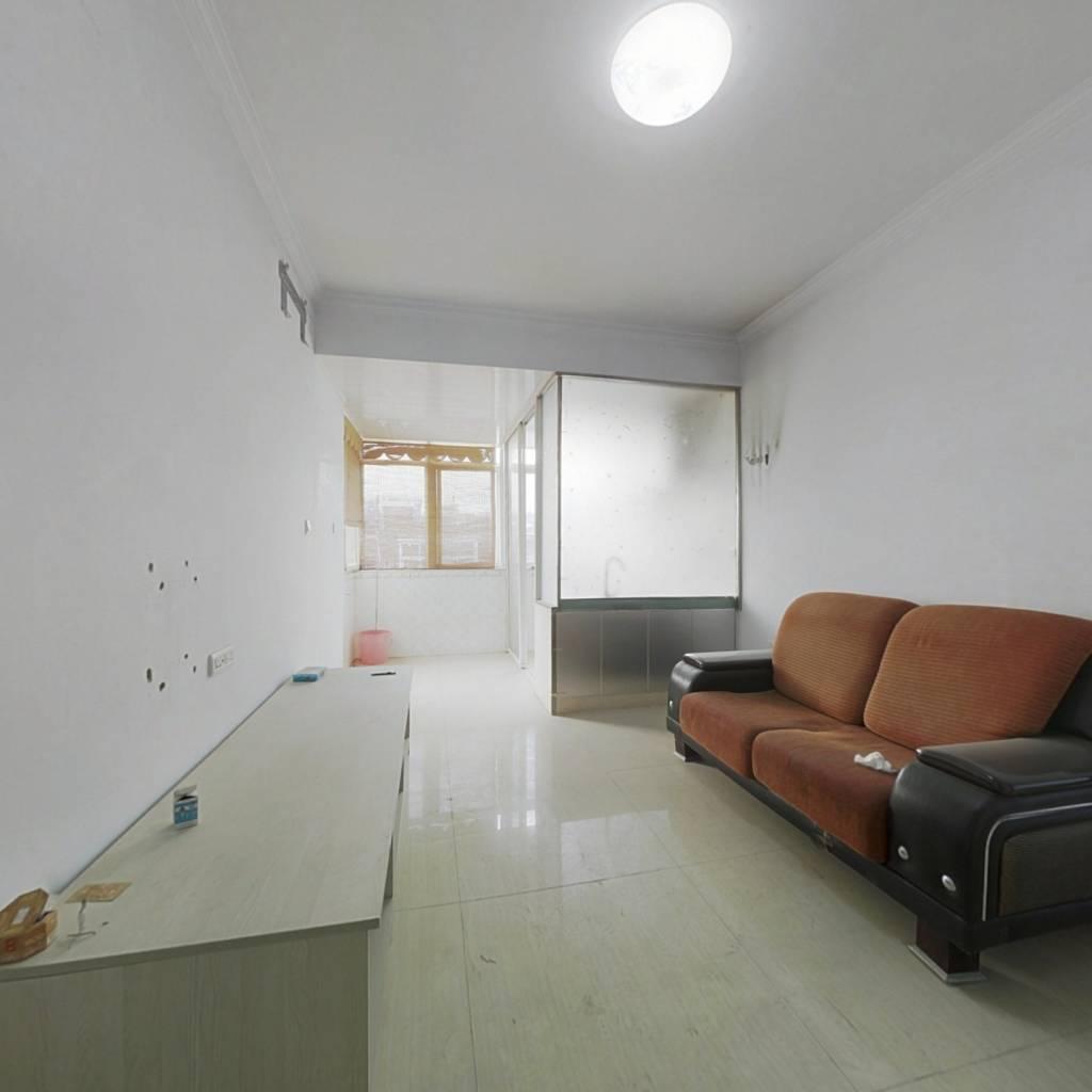 长铝32街坊  68.74平   两室一厅 两卧客厅朝南