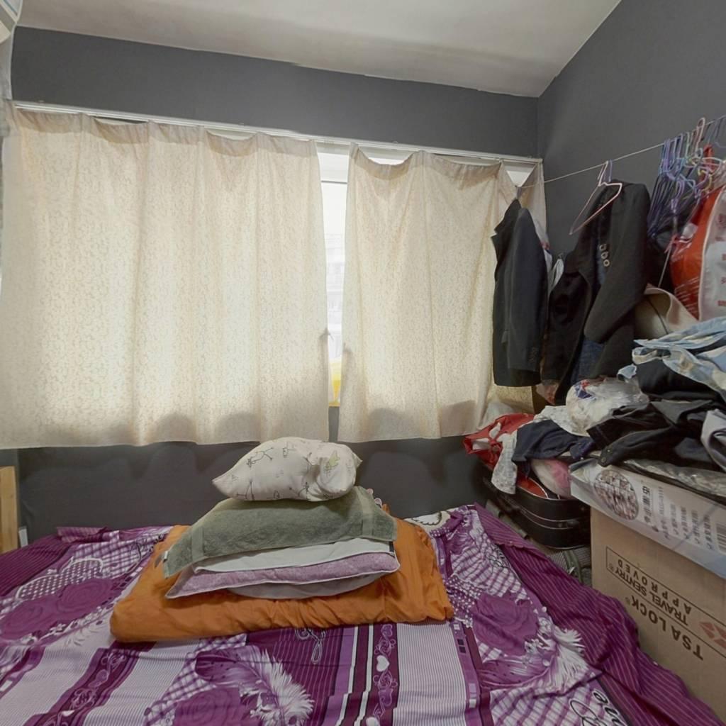 业主诚心出售, 总价低 ,单房有独立的卫生间 厨房