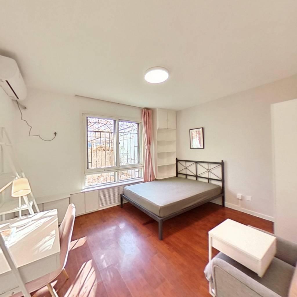 合租·龙兴园北区 3室1厅 北卧室图