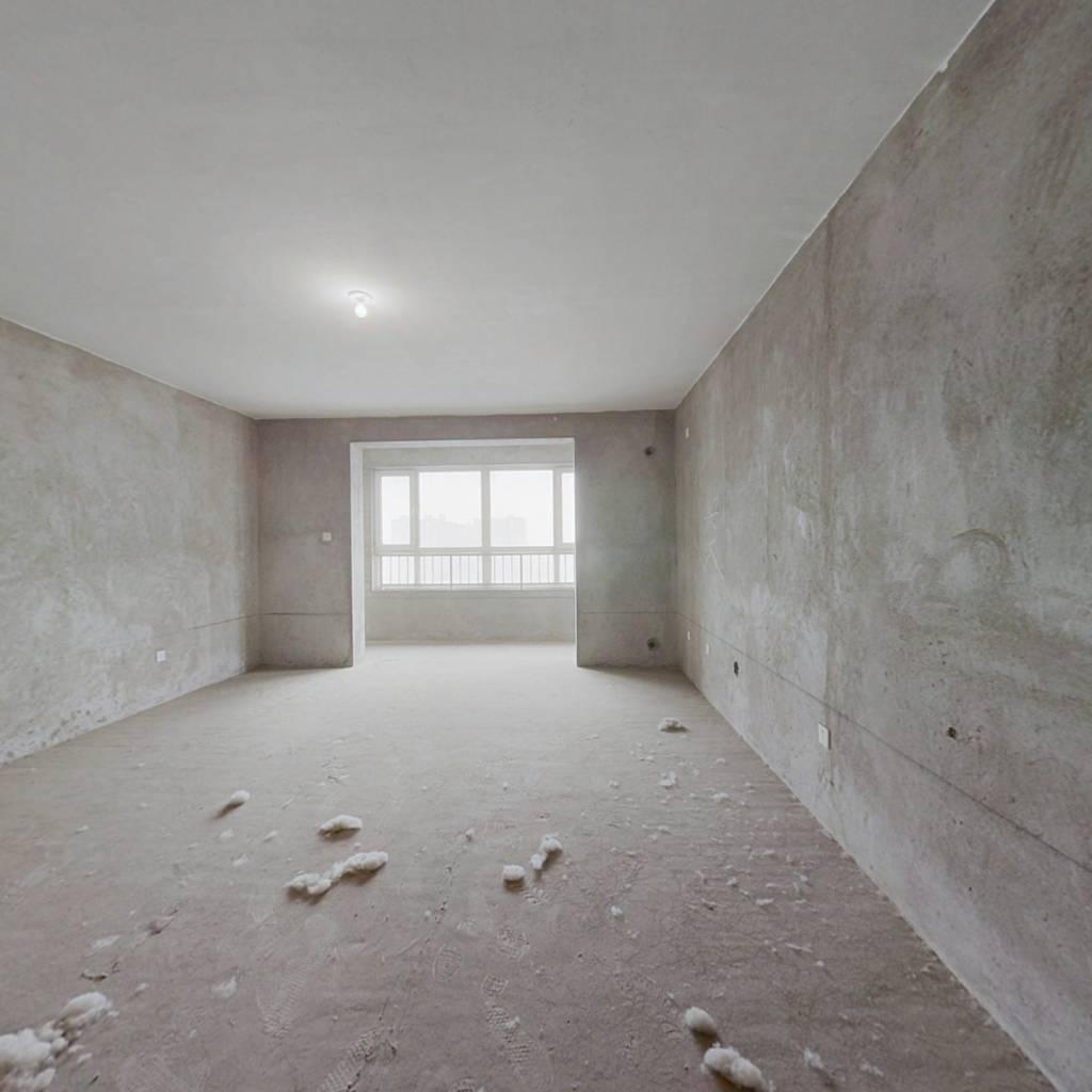 玉龙小区 4室2厅 南