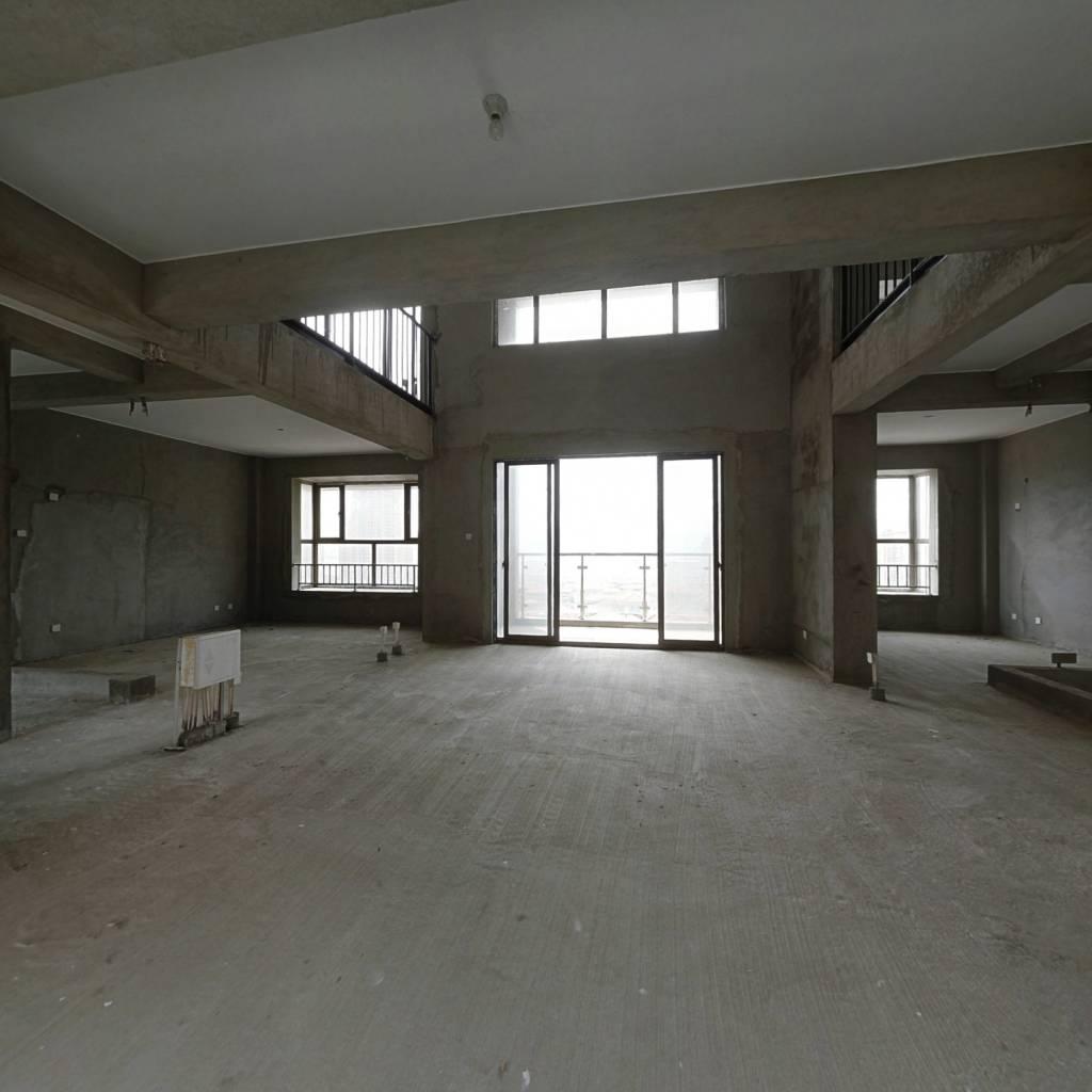 贵安贵居苑江景房,只有三套,价格低,车位免费。