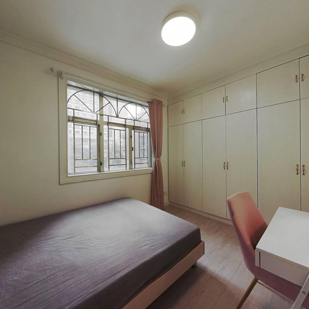 合租·华府苑 4室1厅 北卧室图