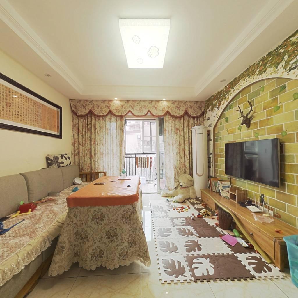 精装大三房,楼层视野好,家具家电齐全.