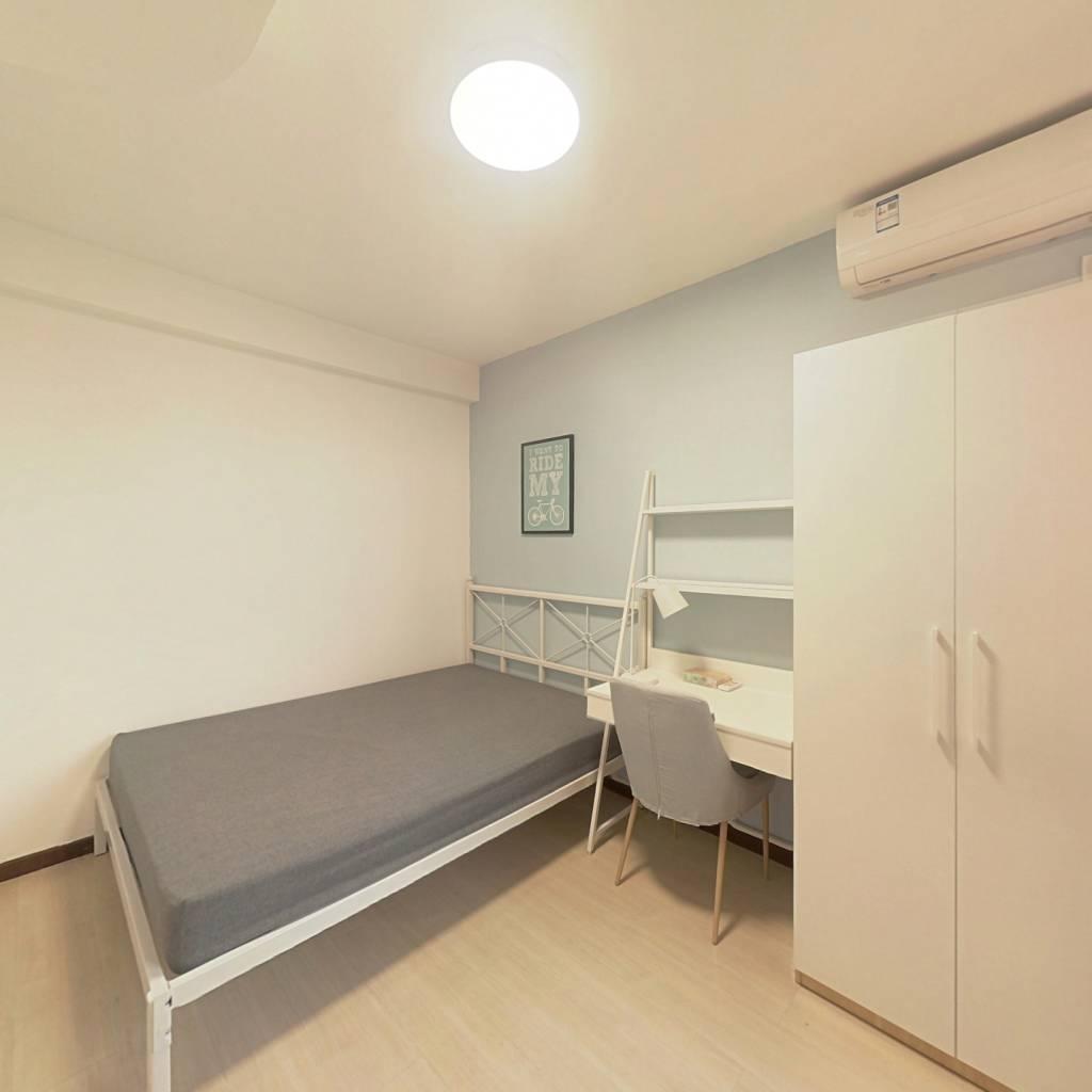 合租·馨港庄园三区 3室1厅 北卧室图