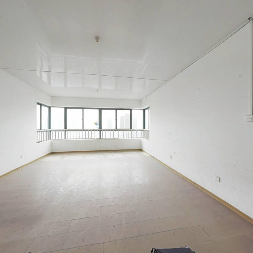益品居房东急售,顶跃实用空间大,东南北户型。
