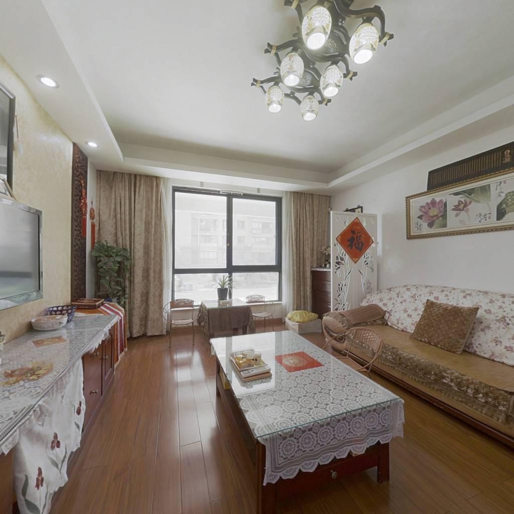 露台60平方,精装,采光佳,满五年,得房率高