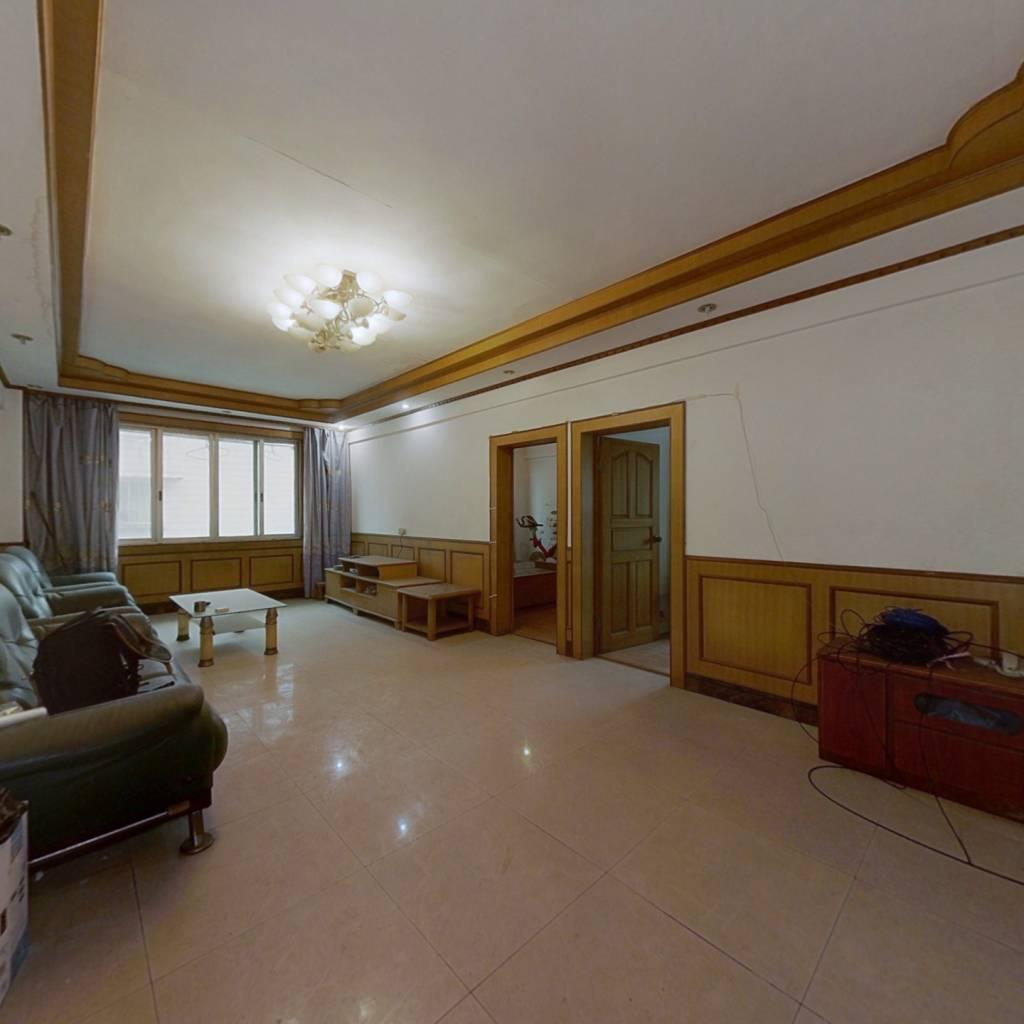 火神街,大三室,便宜卖,看房方便。
