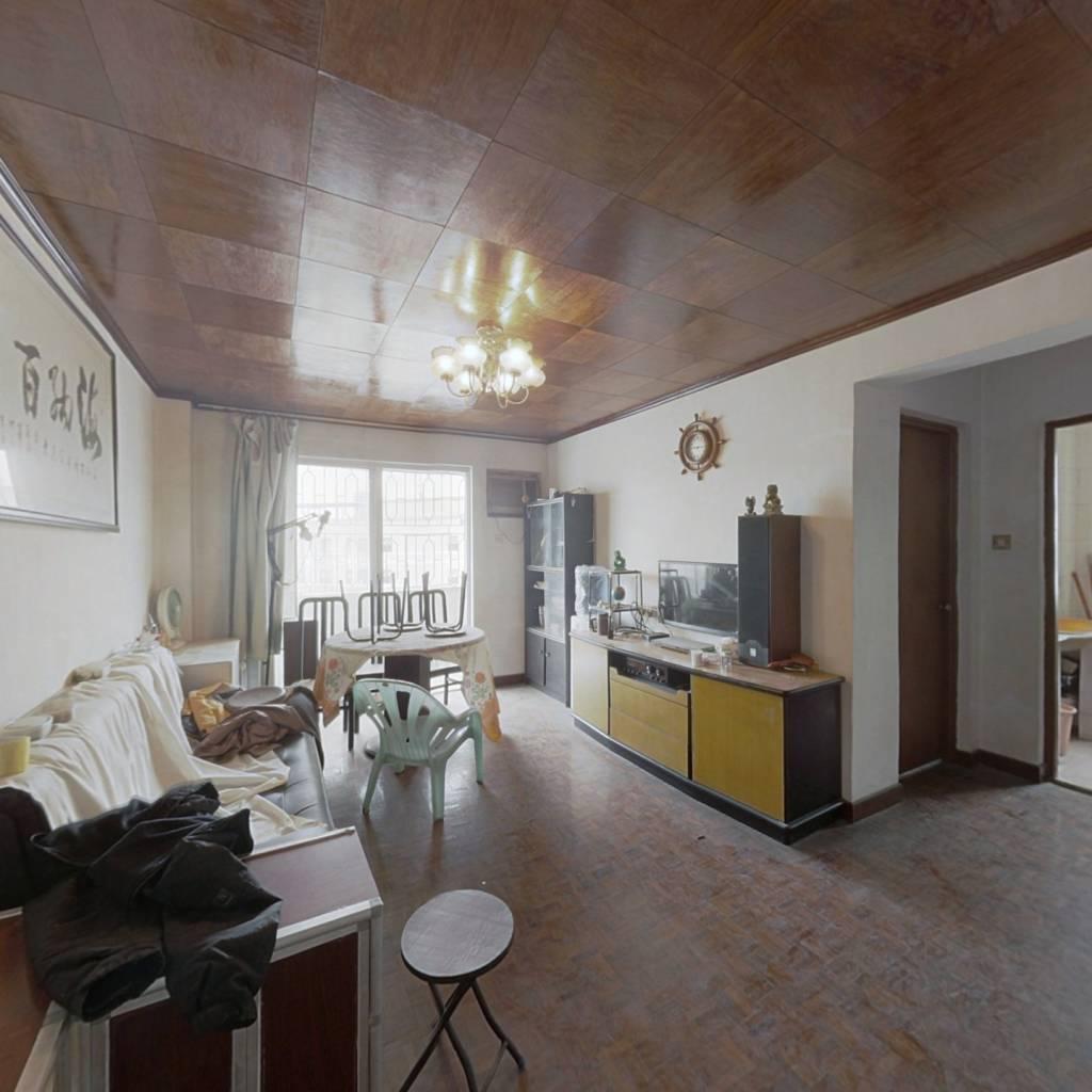 楼梯两房 户型方正 明厨明卫 楼顶平台免费利用
