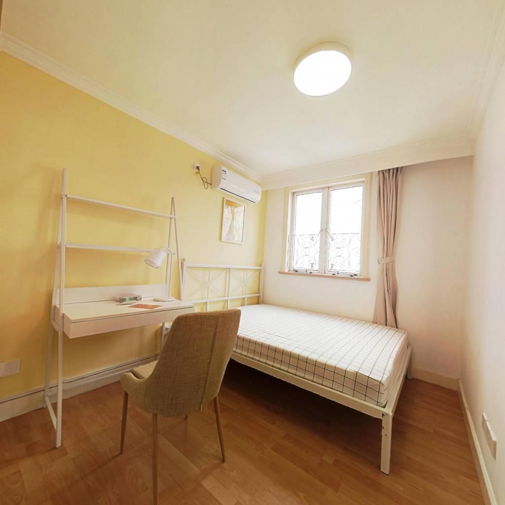 合租·新家坡园景苑 4室1厅 西卧室图