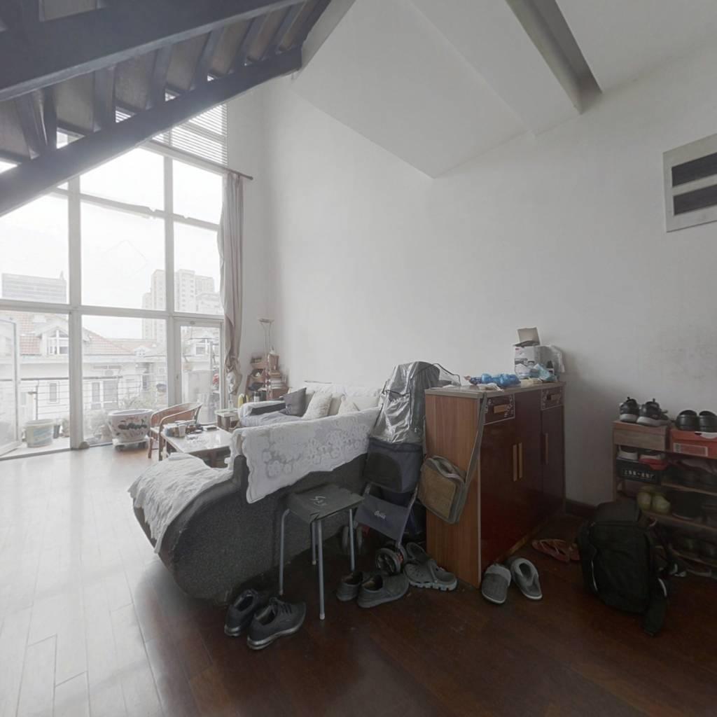 多层洋房客厅挑高6米,单价3.3万,湖西蕞低,大五房