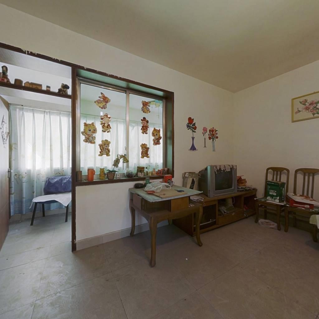房东诚心出售,单价便宜,位于奎小和菜市场旁。
