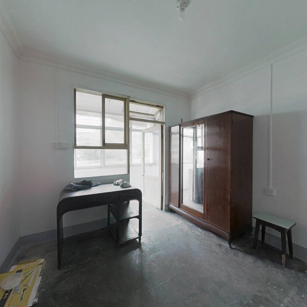 32平一室一厅,一厨一卫的, 业主多余房产,