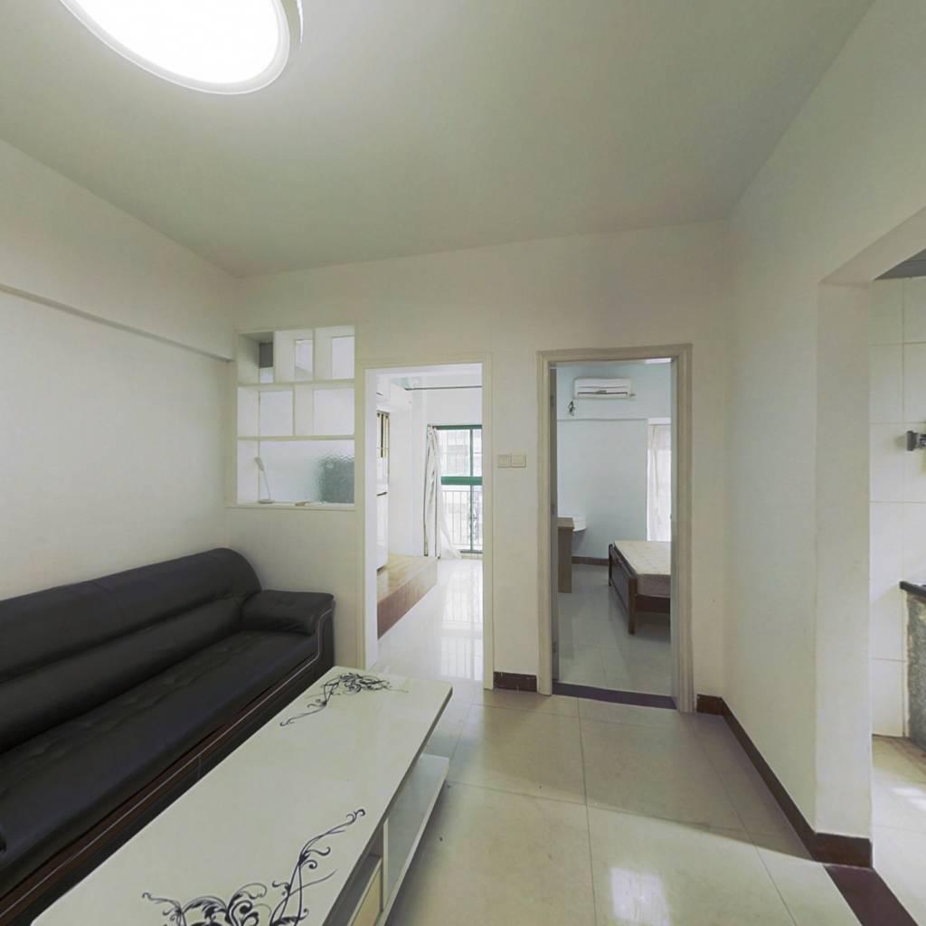 此房满五唯一,小区生活配套完善,旁边就是星宝商圈