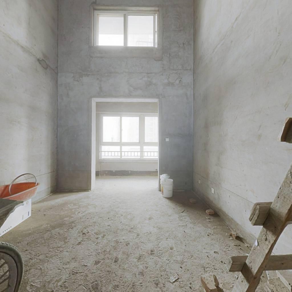北岸生活 电梯房 顶跃四室两厅两卫 带10平左右的露台