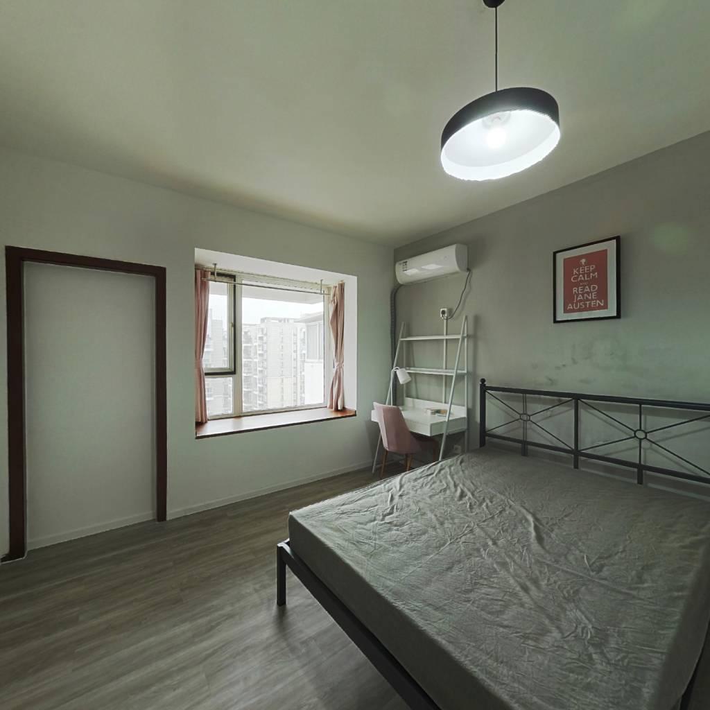 合租·蓝光富丽花城 4室1厅 东卧室图