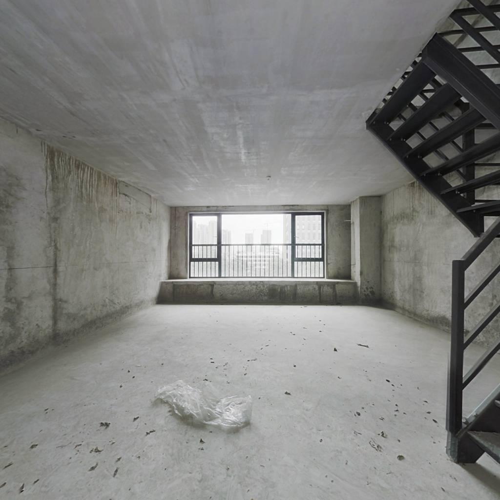 中信龙盛广场,2房2厅1卫1阳,60.25平,180万