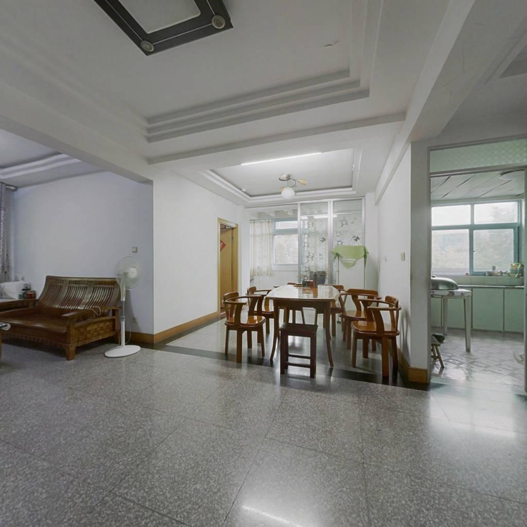 云阳医院综合楼 3室2厅 南