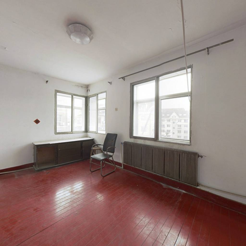 门球场 平地五楼是顶楼 三室一厅  想怎么设计就怎么装