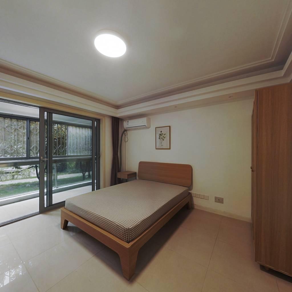 合租·绿洲湖畔花园 4室1厅 南卧室图