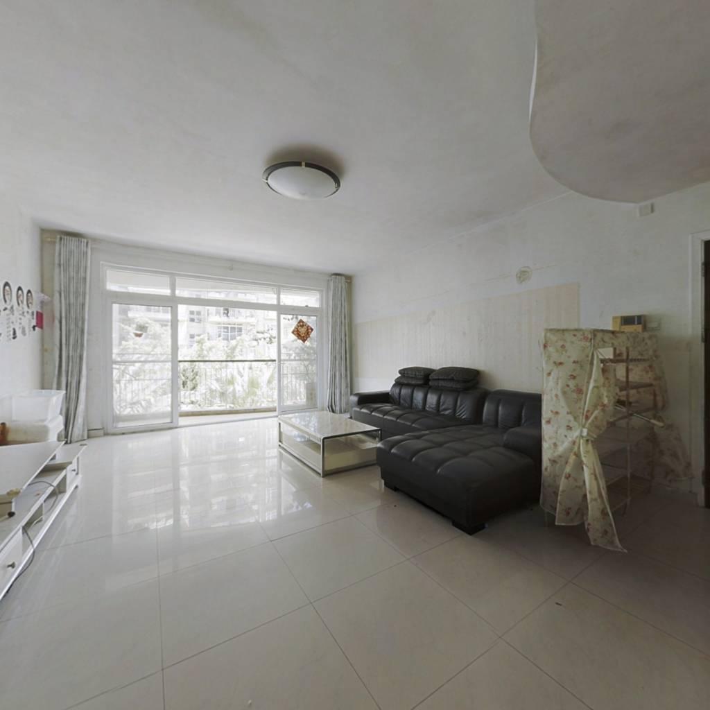 宽敞舒适大三房,环境好,户型方正,小区园林
